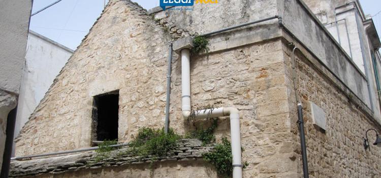 Centro storico in decadimento, case abbandonate e attività costrette a trasferirsi