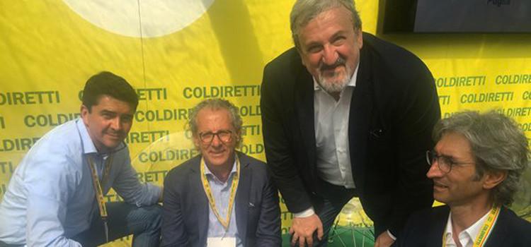 """Villaggio Coldiretti: firmato accordo filiera latte """"munto"""""""