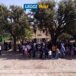 officina-civica-25-aprile-raduno-scalinata-stazione