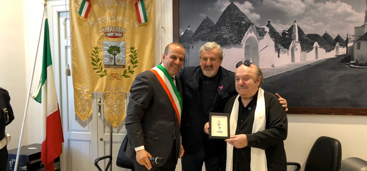 """Alberobello, cittadinanza onoraria Banfi: """"Da oggi sono diventato AlberobelLINO"""""""