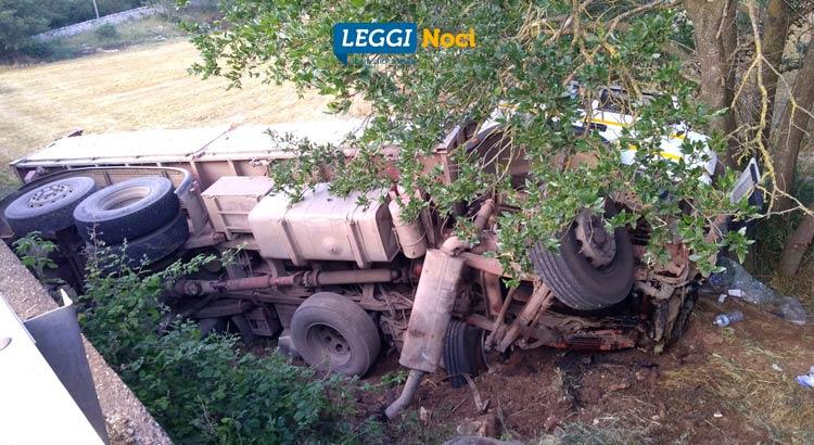 incidente-noci-mottola-camion-albero