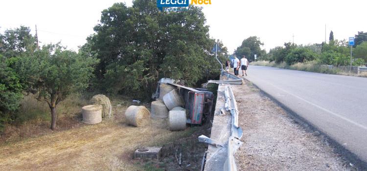 Incidente sulla Noci-Mottola, camion sfonda guard-rail e precipita ribaltandosi