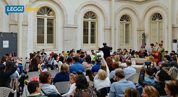 """L'orchestra dell'Associazione """"Musica in Gioco"""" si esibisce a Noci"""