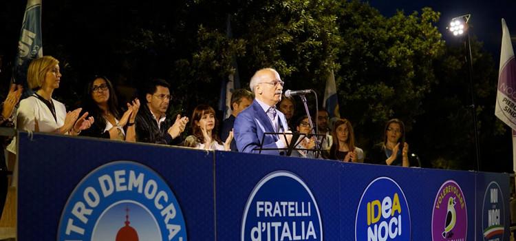 Piero Liuzzi in piazza e il suo appello al voto