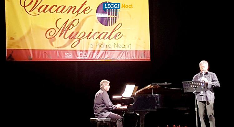Antonio tinelli e il pianista Ciprian Ciotlos