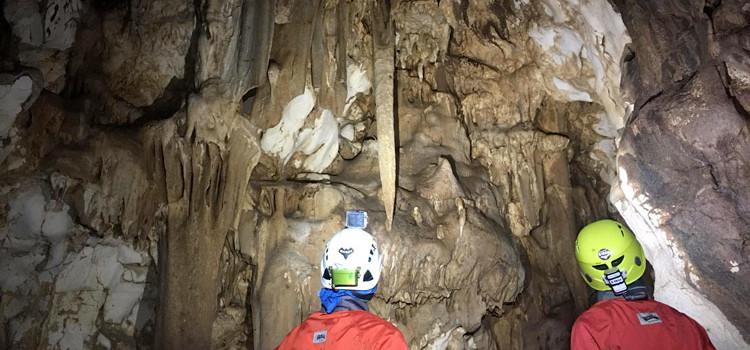 """Gli speleologi del gruppo GASP! esplorano la grotta """"Rotolo"""", la più profonda della Puglia"""