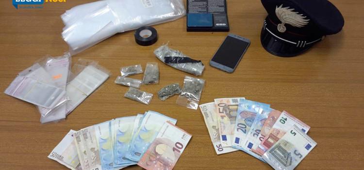 Droga in villa comunale: denunciato minore trovato in possesso di marjuana e contanti
