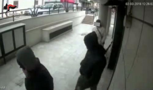 Rapinò supermercato assieme ad un complice, arrestato