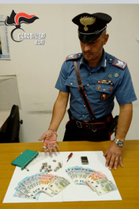 carabinieri-noci-droga-donna-pusher