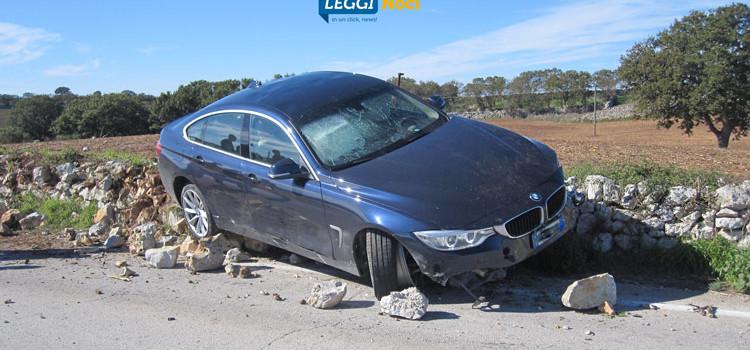 Incidente sulla Noci-Gioia, auto finisce sul muretto a secco