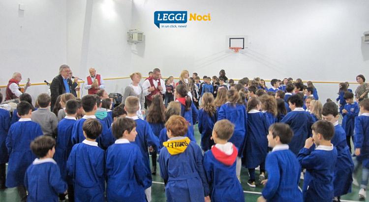 gruppo-folk-scuola-alunni-ballo