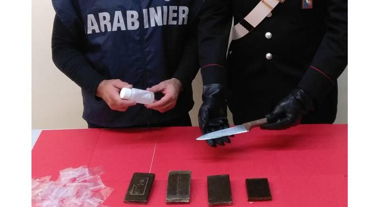 Arrestato giornalaio ambulante per spaccio di droga