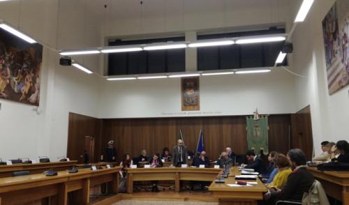 Ultimo consiglio comunale dell'anno: approvati tutti i punti, assente l'opposizione