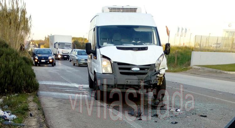 Furgone di una ditta nocese tampona tre auto, 6 feriti