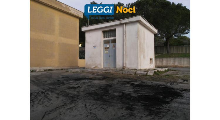 Paura in Via Enrico Mattei: auto prende fuoco all'alba