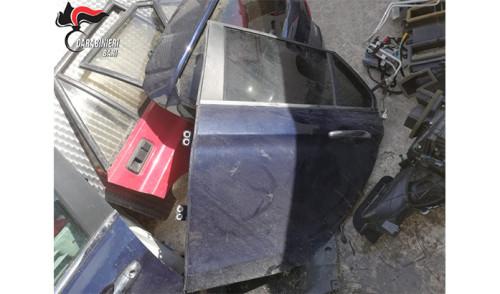 Scoperto deposito di mezzi rubati ed una pistola