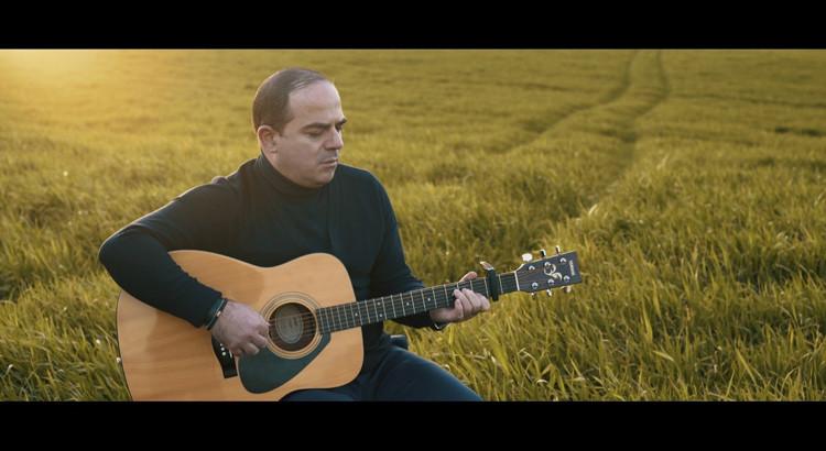 Per continuare a volare: il primo singolo di Michele Pettinato