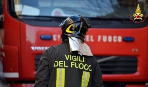 Incendio in zona industriale Noci