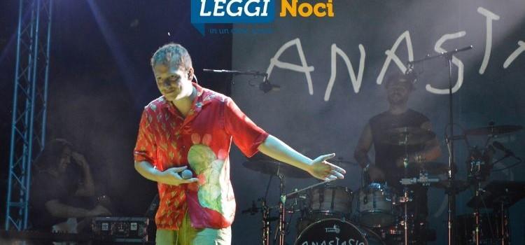 Da un talent-show al palco nocese: il rapper Anastasio porta le sue rime in Piazza Garibaldi