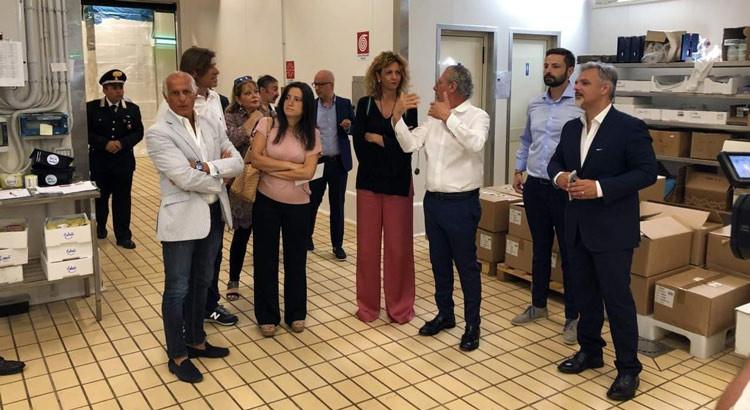 Barbara Lezzi a Noci e lo sgarbo al gruppo locale