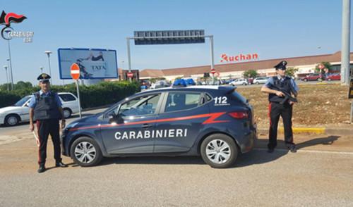 Due giovani della provincia di Brindisi fanno shopping gratis al centro commerciale. Arrestati dai Carabinieri.