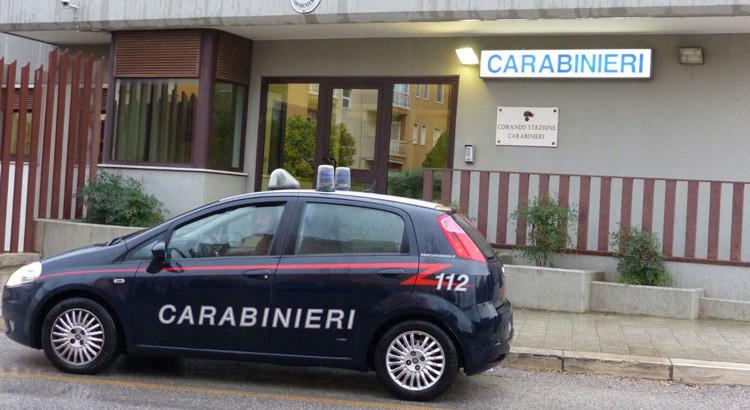 Dopo un furto ad un supermercato vengono fermati e tentano di corrompere i Carabinieri. Arrestati due georgiani