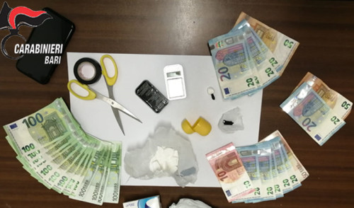 Sorpreso con la cocaina. Arrestato un pusher 23enne
