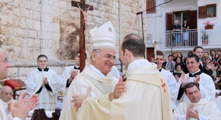 """Dieci anni di sacerdozio per Don Stefano: «ho risposto """"sì"""" per me, per Dio, per gli altri»"""