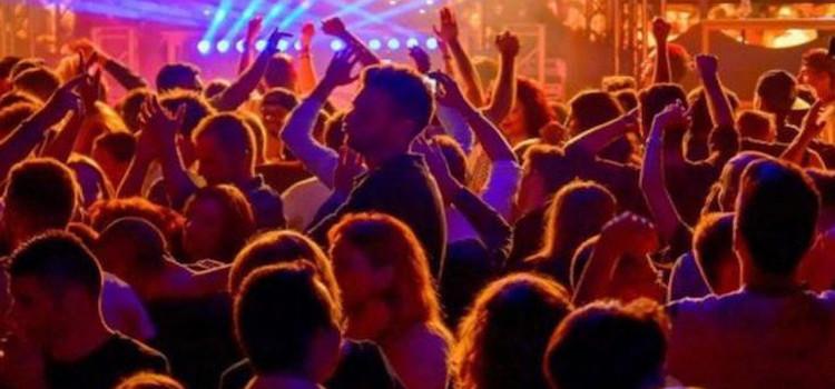 Nuova ordinanza regionale: obbligo di mascherina nei luoghi aperti affollati e discoteche