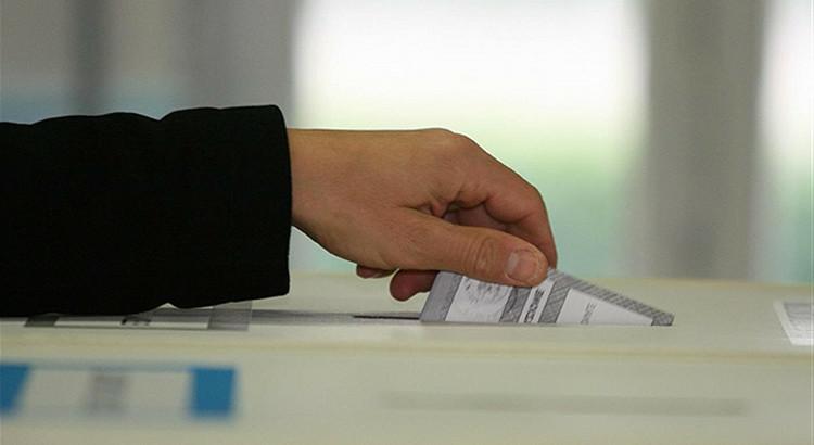 I risultati del referendun e dei candidati presidente della Regione a Noci