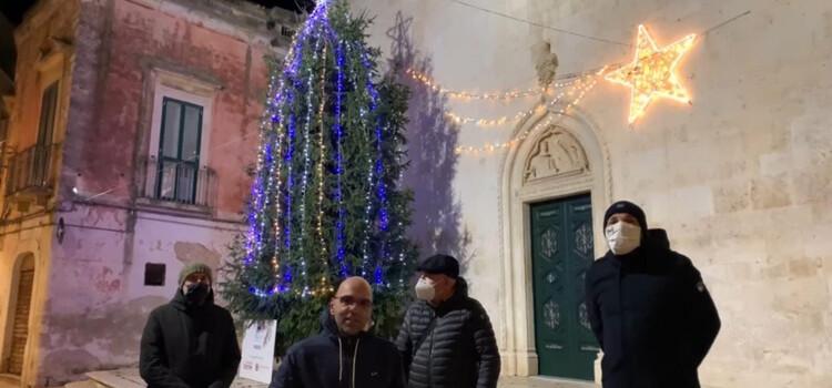 Inaugurato albero di Natale sul sagrato della Chiesa Madre