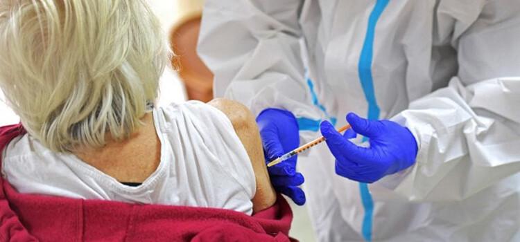 Domani parte la campagna vaccinale anti covid per gli over 80 nelle ASL pugliesi