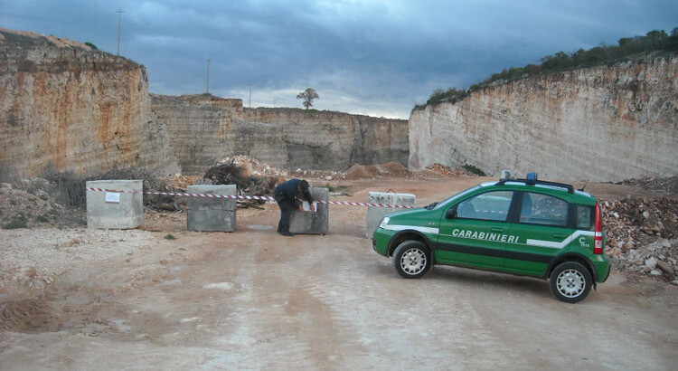 Noci: rifiuti edili in discarica dismessa