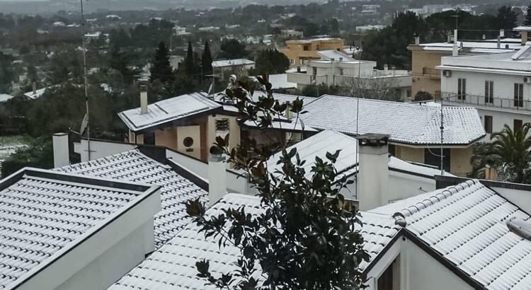 Puglia imbiancata: neve anche a Noci