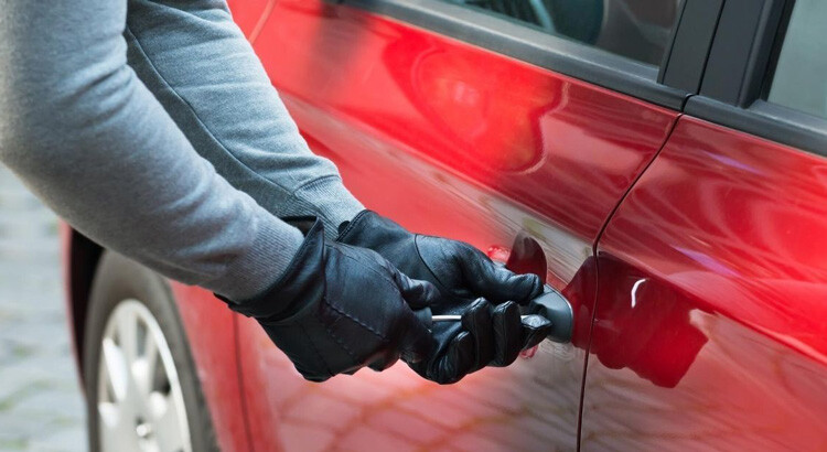 Tentato furto auto
