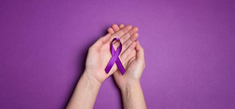 Il Palazzo Comunale si illumina di viola per la Giornata Mondiale della Fibromialgia