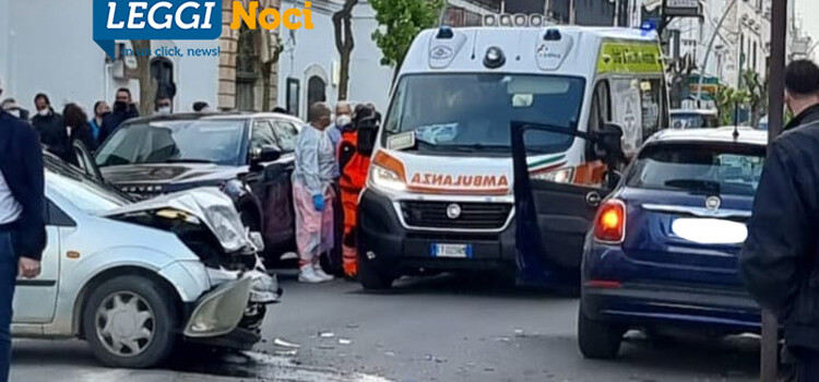 Incidente in pieno centro a Noci