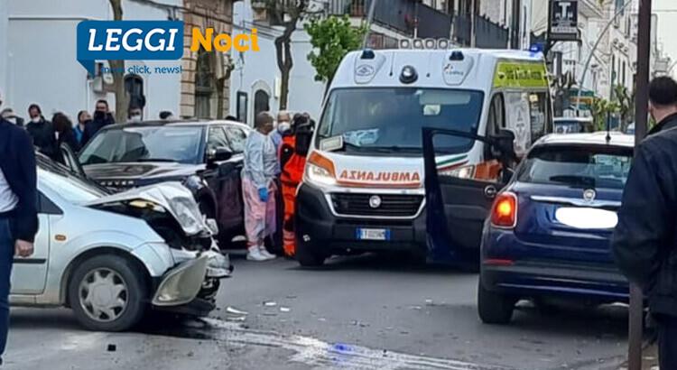 Incidente in pieno centro a Noci