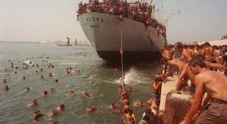 Trent'anni dallo sbarco di 20.000 albanesi a Bari