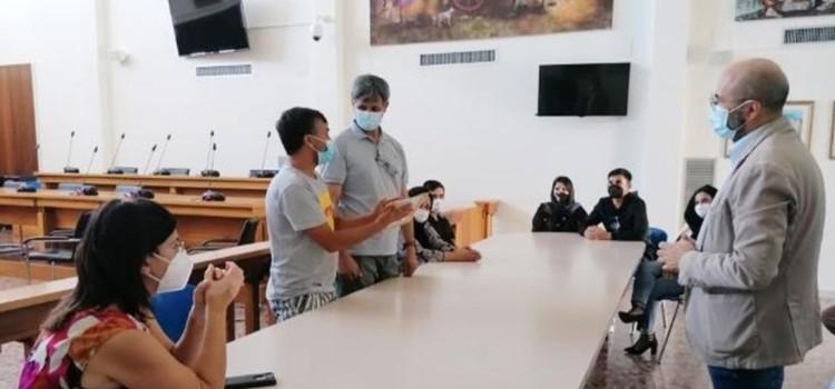 La famiglia Noor, in fuga dall'Afghanistan, trova accoglienza a Noci