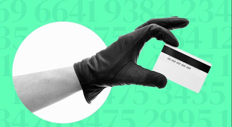 Ruba due carte di credito ad una anziana nocese